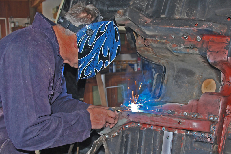 20200608-6932Ptf Welding the chassis rail.jpg